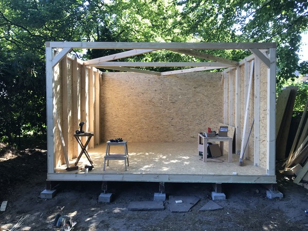 The insulated back wall is done, the side walls take shape