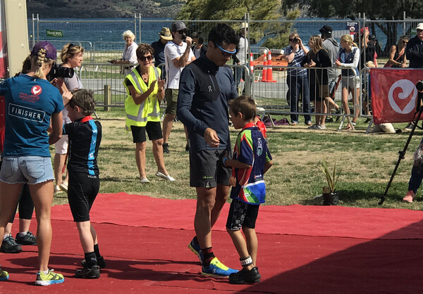 Medals were handed out by five-time world triathlon champion Javiar Gómez, a living legend still in his prime, who had signed up for tomorrow as well