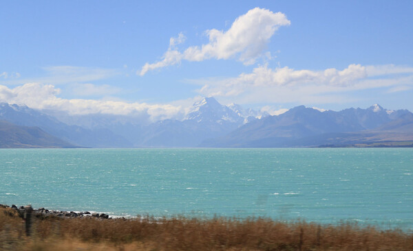 But first, some well deserved relaxation. Like at this place, Lake Pukaki with Mount Cook on the horizon.