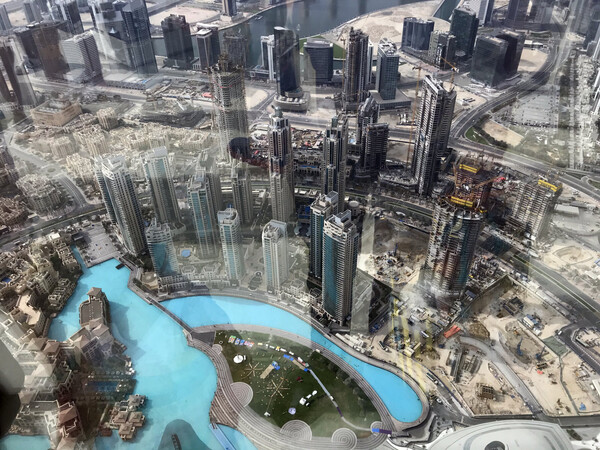 A 10 hour lay-over in Dubai can be used to go up the world's tallest building and look down