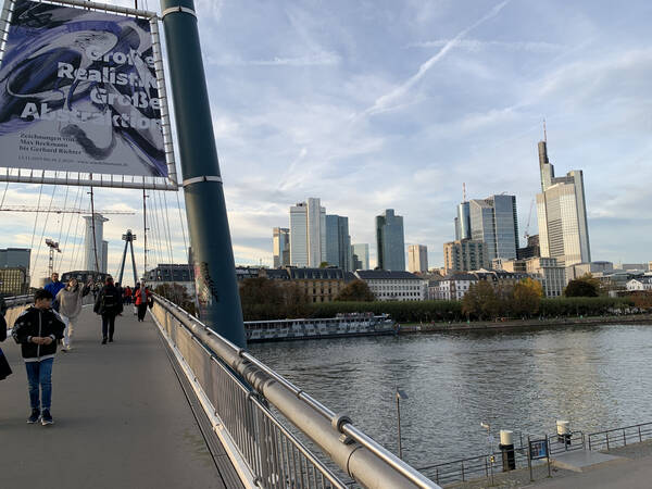 An afternoon stroll through Frankfurt to get the legs moving