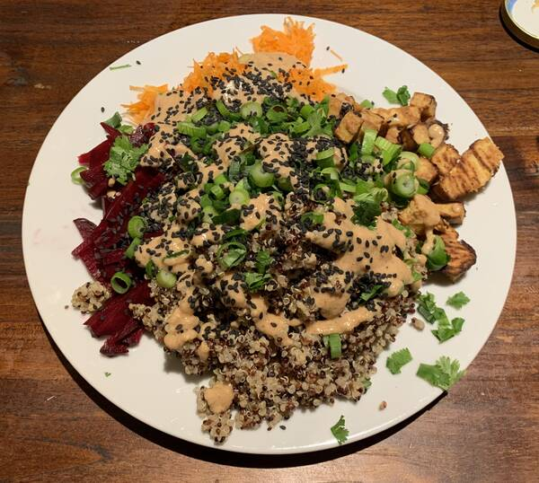 Beetroot, carrots, tofu, quinoa, peanut-based sauce, spring onions, black sesame, cilantro – after eating things like these I always feel stronger and better