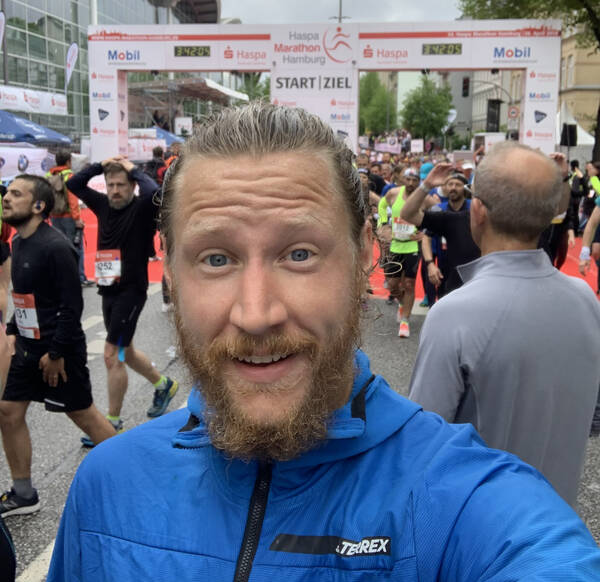 Finished in 3:36:32 – with a last mile of 8:02 minutes, just one second off of my guess!