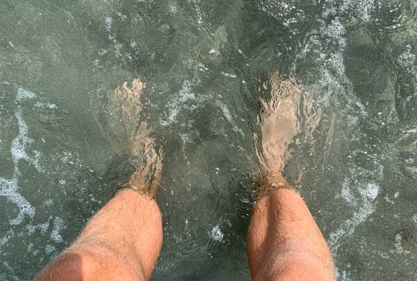 Cooling off the feet in the Pacific