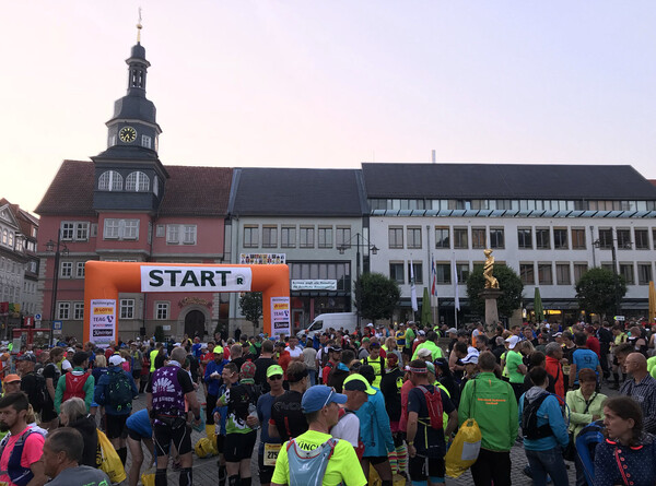 The market square in Eisenach is now filling with a few thousand ultramarathoners.