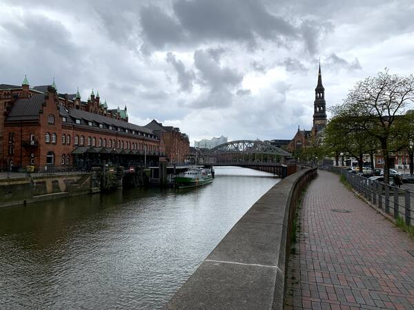 Here, in UNESCO World Heritage area Speicherstadt, I slowly lost my energy.
