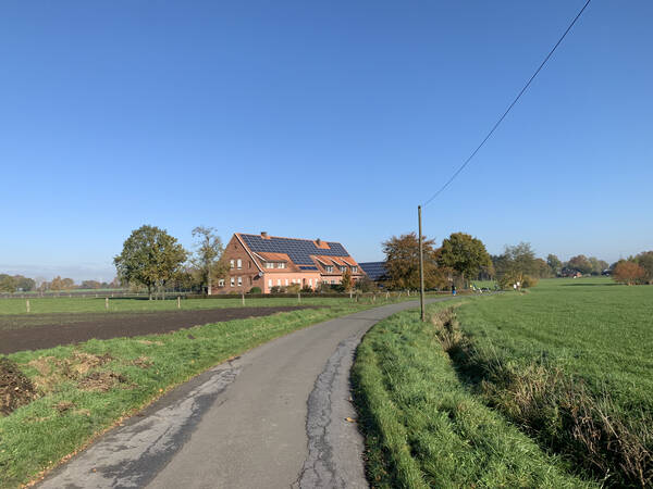 What do you do if you're a German farmer and have a big house? Put solar on top, if you're smart!